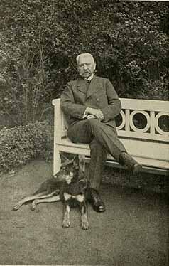 Hindenburg mit seinem Schäferhund Agilo von dem Unstruttal
